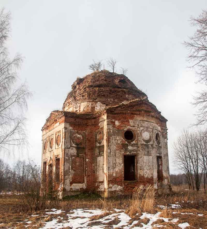 Заброшенная церковь в районе Хиславичей